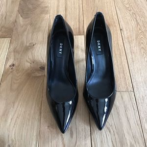 DKNY patent leather pumps heels pointed toe